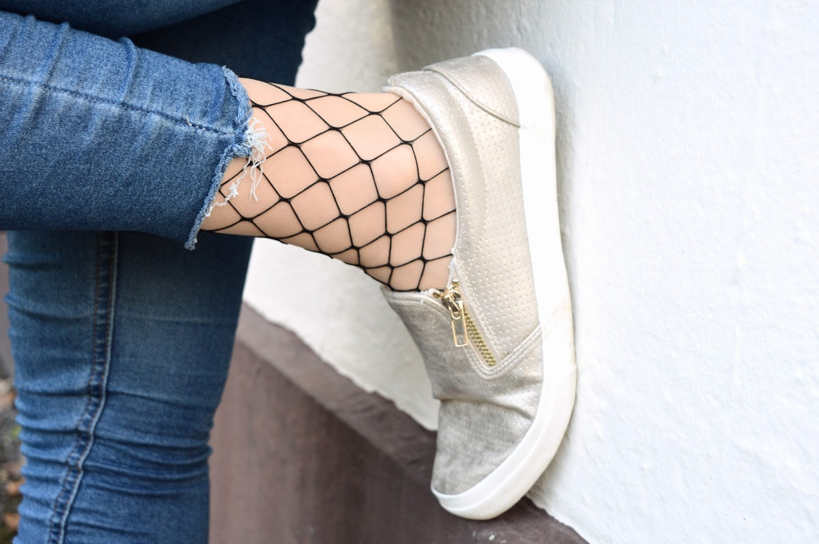 How to style fishnet tights, UK fashion blog, style bloggers