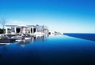 lebih ramai di bicarakan alasannya yaitu selain pemandangan mengarah pribadi ke pantai juga sanggup desain rumah di tepi pantai