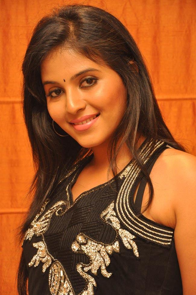 Anjali hot in black sleeveless