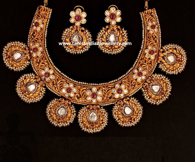 Traditional Kanthi Necklace with Diamonds