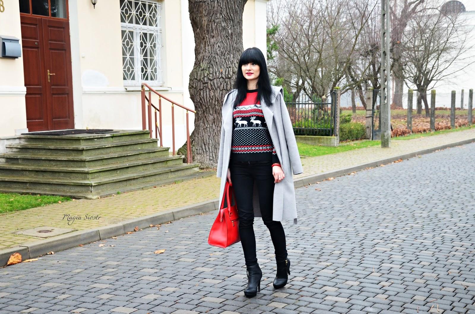 sweter z reniferem, świąteczny klimat, świąteczny sweter, szary płaszcz jesienny