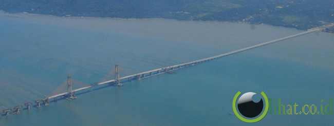 Jembatan Suramadu (5.438 Meter)