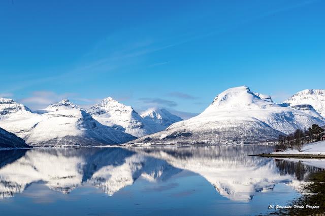 Montañas en el Balsfjord - Tromso por El Guisante Verde Project