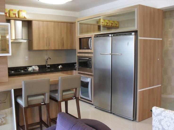 cozinha projetada com armarios madeira