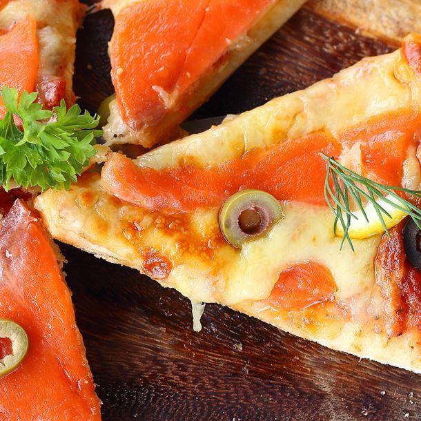 Pizza Au Saumon Fumé et à La Mozzarella