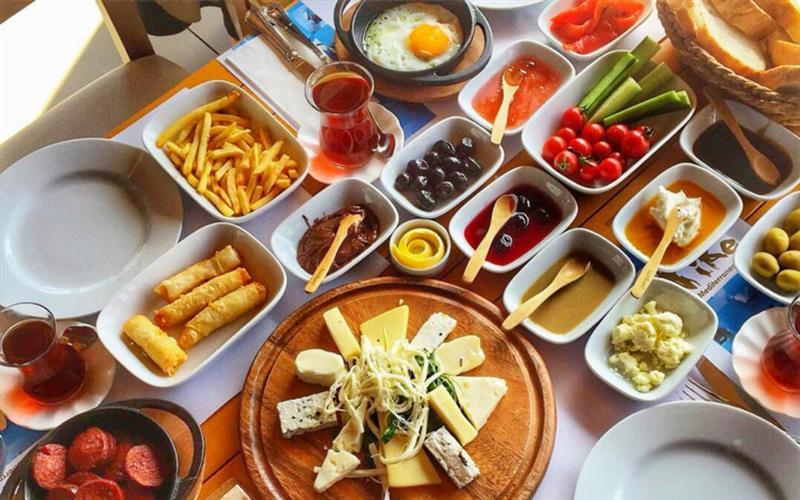 Buca Cezve Cafede 2 Kişilik Enfes Serpme Kahvaltı Izmir Fırsat