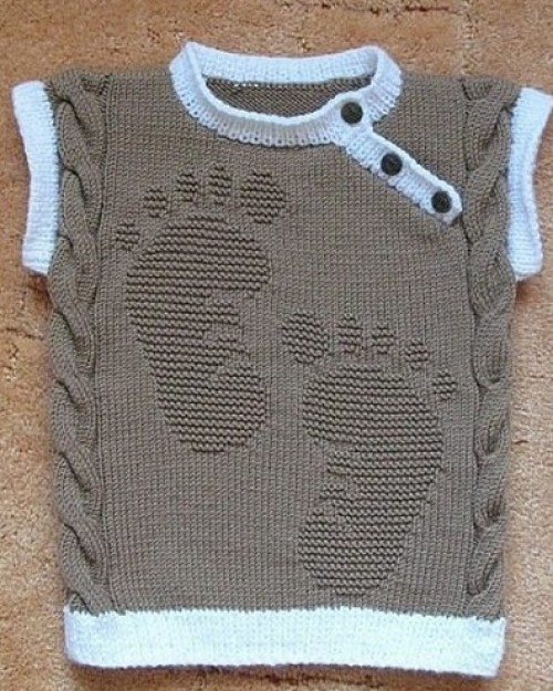 Feet on my Sweater - Free Pattern