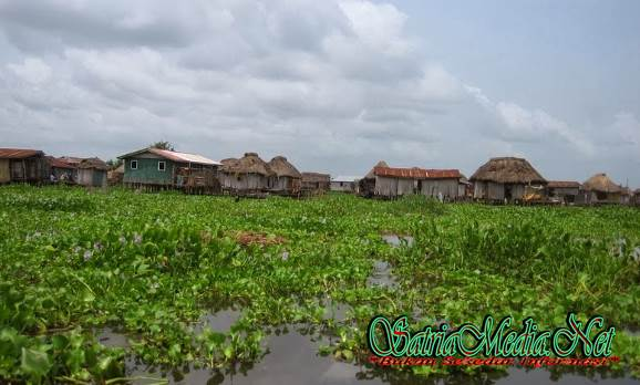 Desa Unik Dibangun Diatas Danau