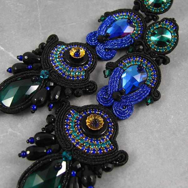 Wieczorowe kolczyki kobaltowo czarne z kryształami Swarovski.