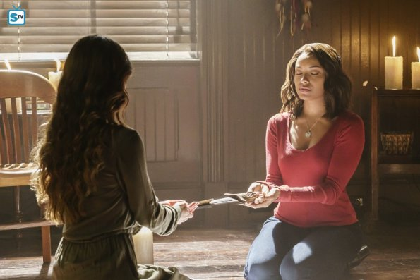 The Vampire Diaries - Postcards from the Edge - Review