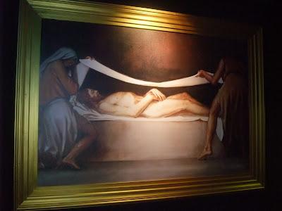 Jesus de Nazaret fue envuelto en una sabana y puesto en el sepulcro de jose de arimatea