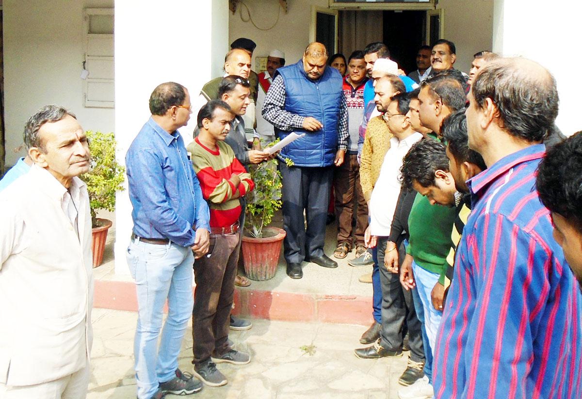 अपहरण एवं लूट की घटना को लेकर मुख्यमंत्री  के नाम कलेक्टर एवं विधायक को सौपा सकल व्यापारी संघ ने ज्ञापन-Memorandum-of-the-sakal-vyapari-sangh-submitted-to-Collector-and-MLA-kidnapping-and-robbery
