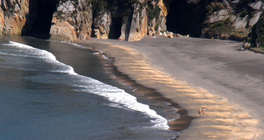 Playa nudista de Barayo (Asturias)