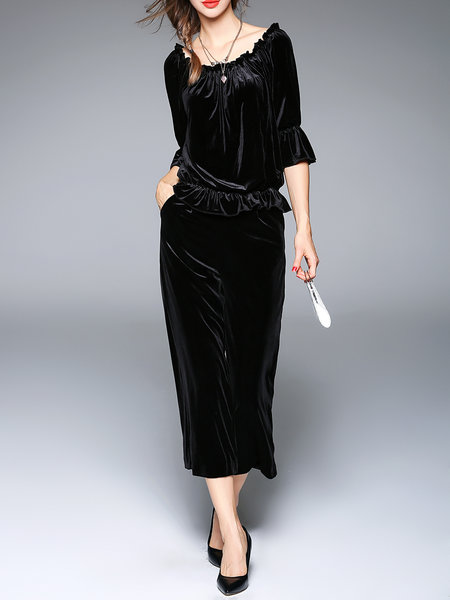 https://www.stylewe.com/product/black-casual-two-piece-off-shoulder-velvet-jumpsuit-78500.html