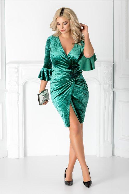 Rochie verde eleganta  Din catifea cu broderie  Croiul conic petrecut