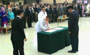 Gubernur Sulut Olly Dondokambey menyaksikan penandatanganan pengesahan pelantikan GSVL-MOR.