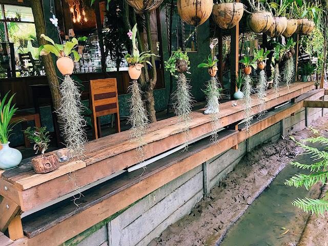 Nếu đã chán với những địa điểm đã quá quen thuộc và luôn tràn ngập khách du lịch ở thành phố Bangkok, việc lái xe ra ngoại ô là một ý tưởng tuyệt vời cho những du khách yêu thích thiên nhiên và khám phá những địa điểm mới mẻ.