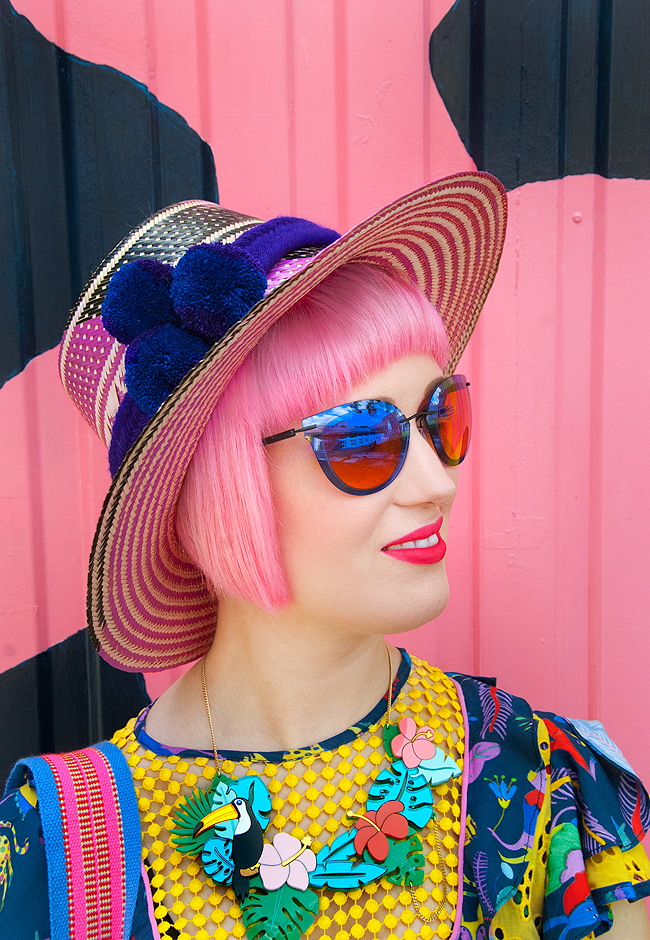 wayuu hat, pink haired blogger, tropical look