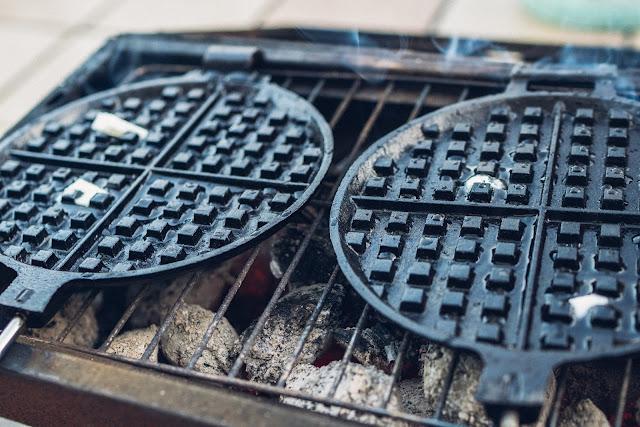 Outdoor Kitchen 09  Leckere Schinken-Käse-Waffeln aus dem Cast-Iron Waffeleisen  Waffle-Iron-Recipes  Rezepte Waffeleisen  Pie-Iron 05
