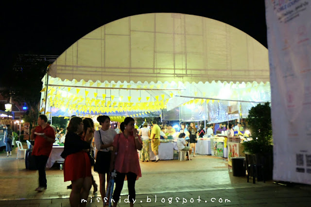 jalan-jalan ke asiatique the riverfront bangkok malam hari