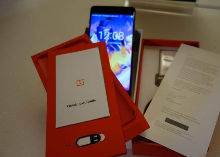 OnePlus 3T : Unboxing and First Boot (Video) - TECHPHLIE