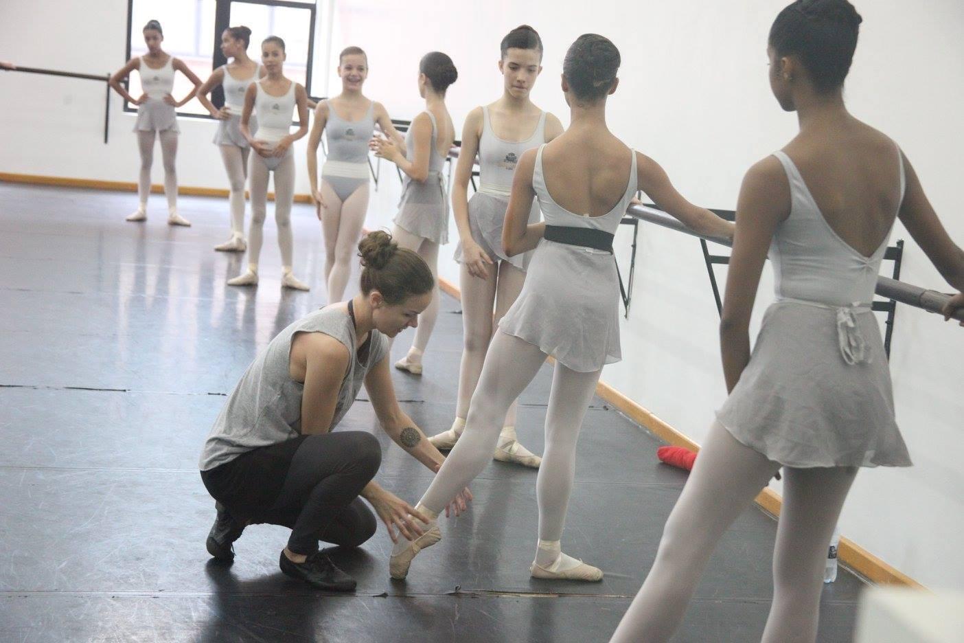 d7476e7e23 ... companhia de Ballet do Teatro Bolshoi na Rússia e que, este ano, foi  convidada a ser professora de balé clássico e de repertório na Escola do  Teatro ...