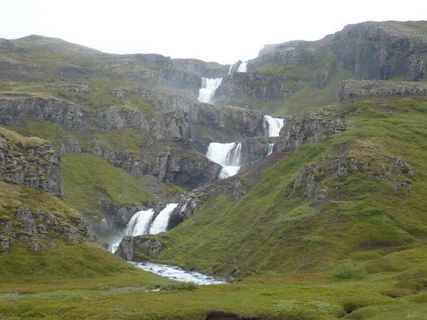 cascataMjóifjörður in Islanda