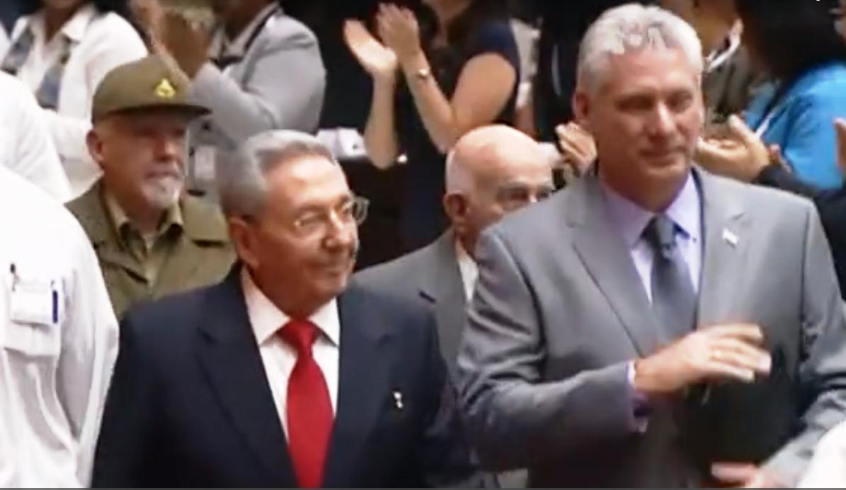 Raúl Castro y Díaz-Canel como jefes del Partido Comunista Cubano / CAPTURA VOA