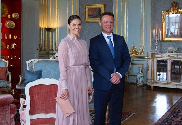 Crown Princess Victoria wore a pleated silk dress from Ralph Lauren, which she had worn before. Croatian Parliament Speaker, Gordan Jandrokovic