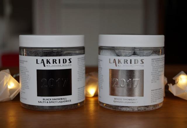 Die Nissedør: Unsere dänische Wichteltür (+ Verlosung). Der Wichtel kann auch Geschenke bringen: Zum Beispiel die lecker-scharfe Lakritze von Johan Bülow in der Weihnachtsausgabe aus dem fejo Shop.