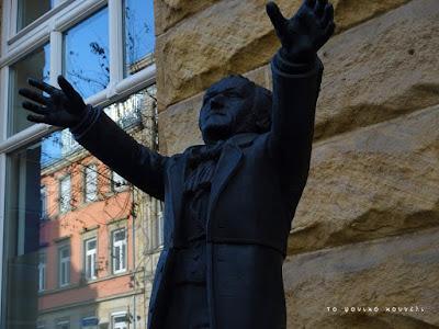 Γλυπτό του Βάγκνερ στο Μπαϊρόιτ της Γερμανίας / Wagner statue in Bayreuth