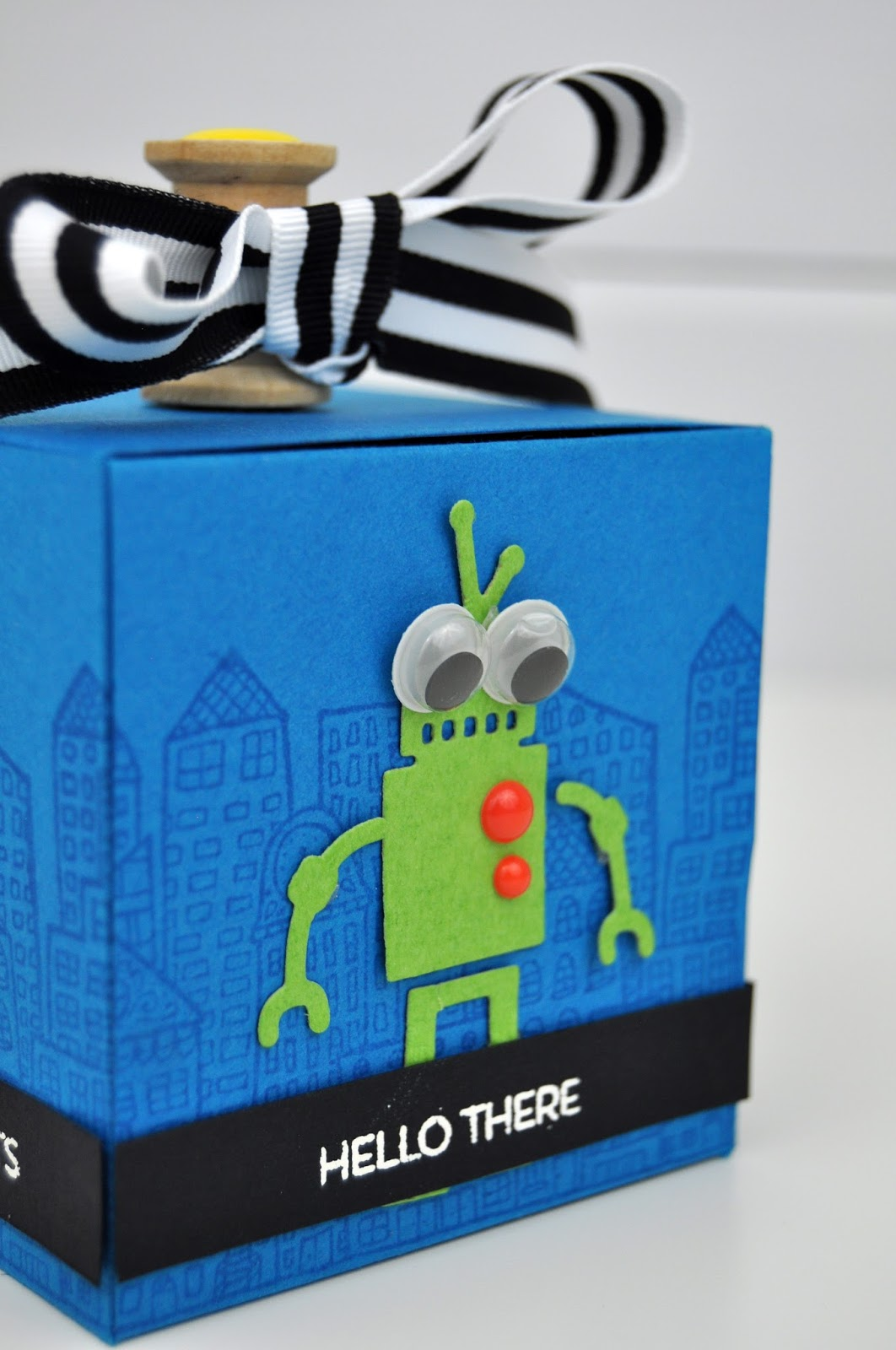 Spellbinders die cut Robot Gift Box by www.jengallacher.com #teamspellbinders #jengallacher #diecutting #giftbox