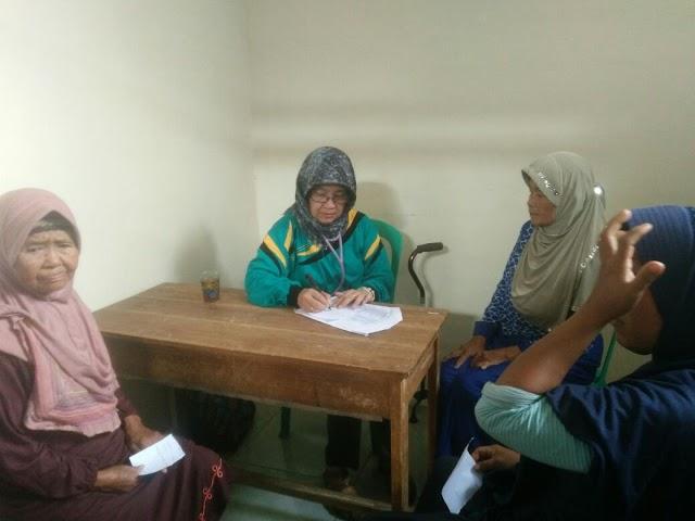 Sulitnya Medan Menuju Desa Situ Gede Tak Menghalangi Tim RSU El Syifa Bantu Pengungsi