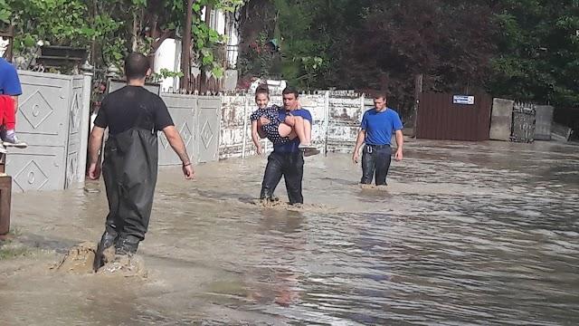 Беслетка вышла из берегов и подтопила дома на ул. Чанба
