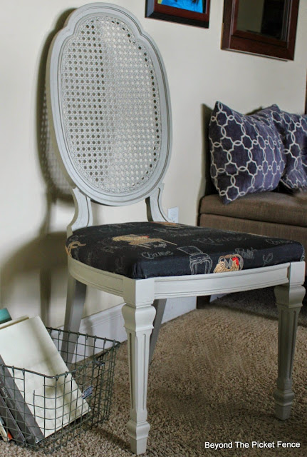 fusion mineral paint, chicken, chair, thrift store makeover, http://bec4-beyondthepicketfence.blogspot.com/2015/05/chicken-chair.html