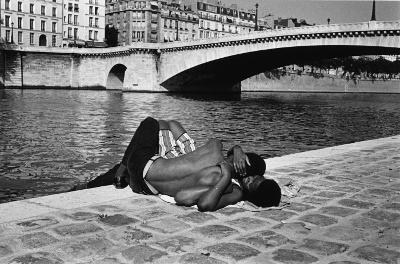 http://www.gamma-rapho-expos.com/var/gr/storage/images/media/images/visuels-expositions/un-photographe-en-liberte-jean-philippe-charbonnier/paris-1981/2508-1-fre-FR/Paris-1981.jpg