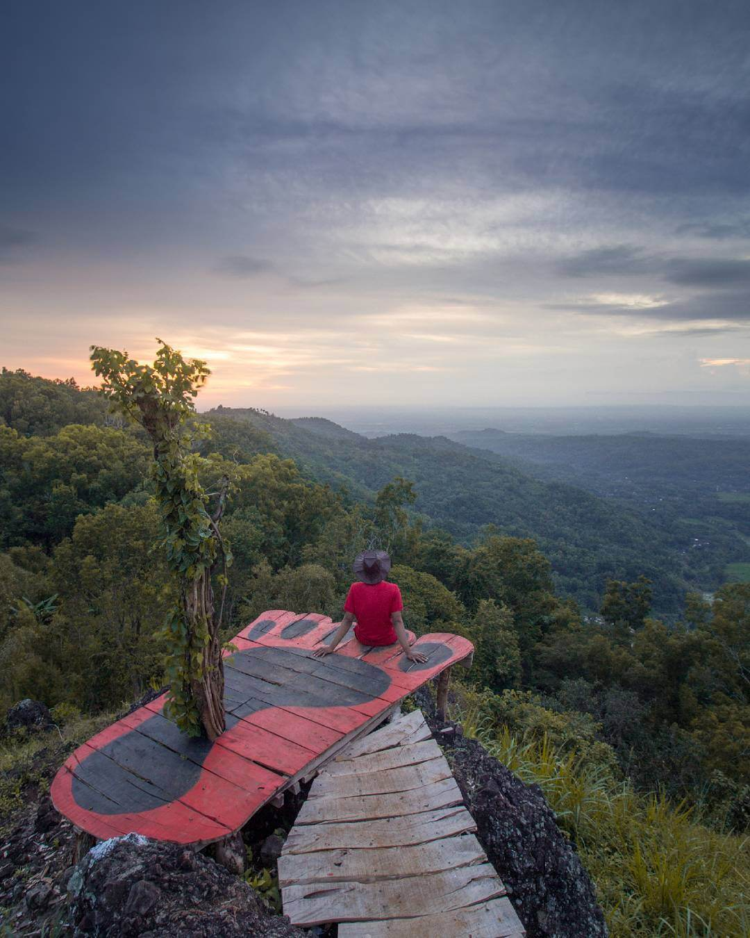 Bukit Lintang Sewu, Spot Kece Untuk Melihat Sunset Dari
