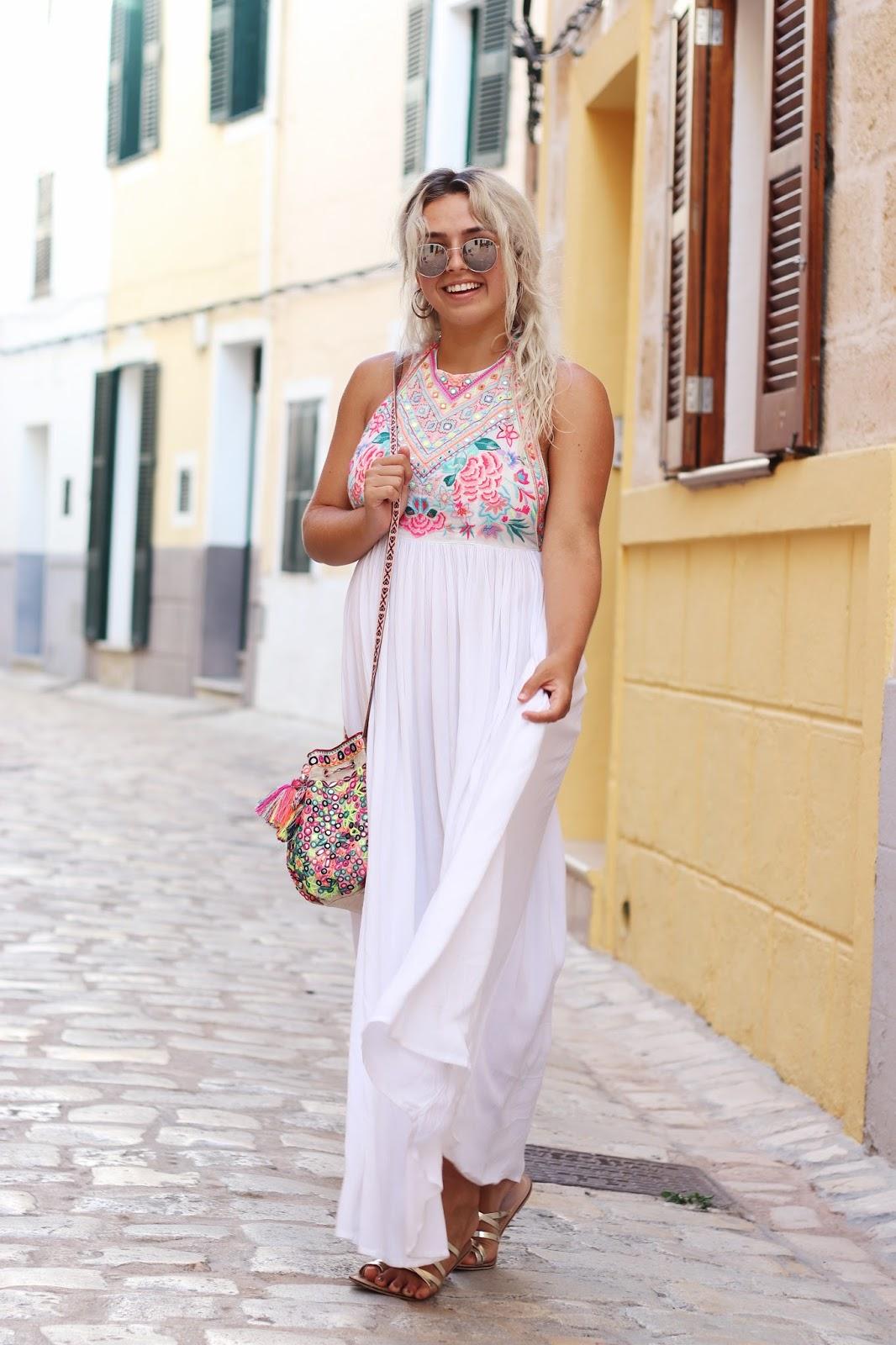 WHITE MAXI DRESS ACCESSORIZE