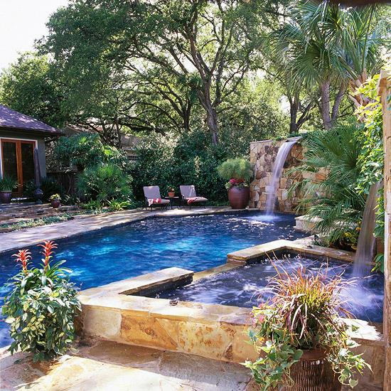 Backyard Paradise: Pool Tour: Backyard-Turned-Paradise