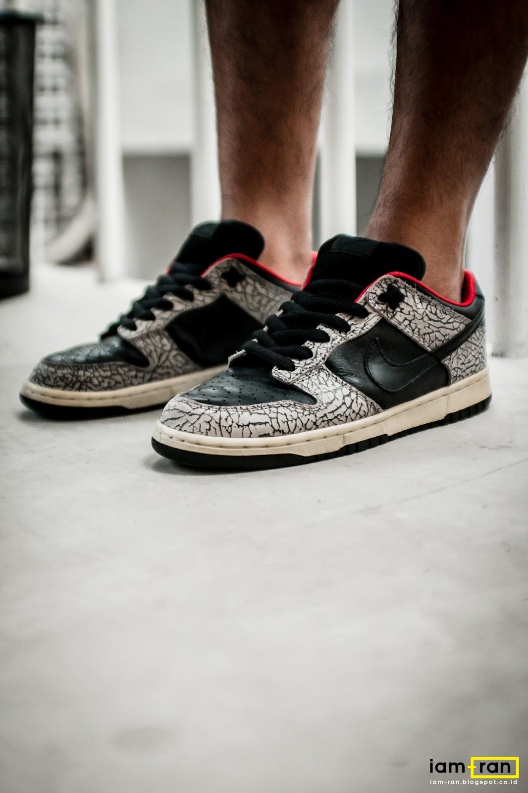 e69c676891de5a ... Anggie Raditya on feet. Sneakers Nike SB Dunk Low X Supreme. Photo by  iam ...