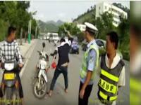 Video: Kena Tilang, Pengendara Ini Pilih Hancurkan Motor Sendiri