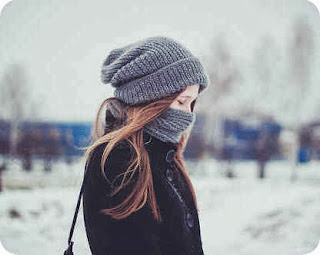 Dlaczego warto nosić czapkę zimą, fryzury pod czapkę i kilka inspiracji