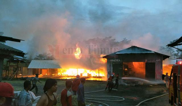 Kondisi gudang saat dilalap api