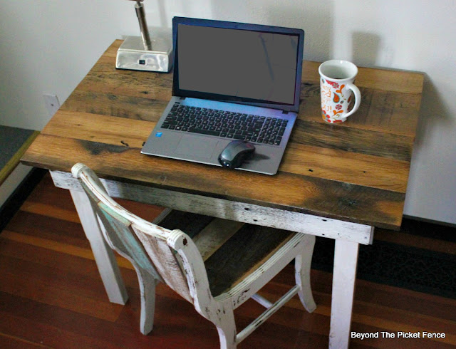 farmhouse style, desk, rustic decor, barnwood table, reclaimed wood, DIY, https://goo.gl/40jXdX