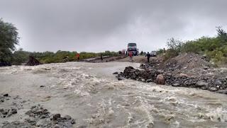 Otra vez la lluvia trae problemas en San Juan. Esta vez no por la cantidad, como ocurrió semanas atrás, sino por la persistencia. Desde anoche que cae agua y, en varios departamentos, generó algunos problemas por filtraciones, principalmente.