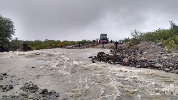 En Valle Fértil las lluvias volvieron a causar evacuados y cortes de ruta