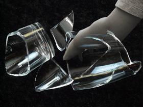 割れたグラス(素材使用)