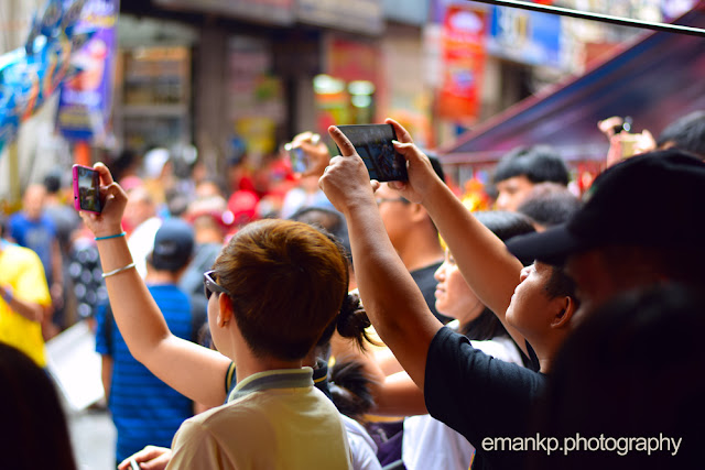 CHINATOWN PHOTOWALK 2016: Crowd shoots photos in the streets