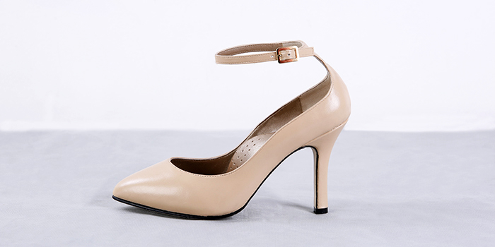 T-strap heels and slingback pumps that are too pretty for my lifeeee.  *insert googly eyes*