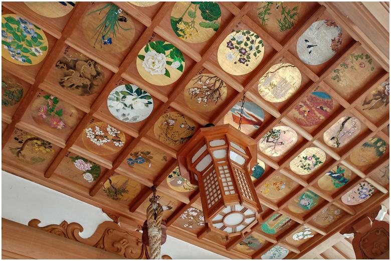 Un magnifique plafond en caissons peins